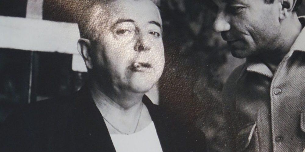 Photo de Jacques Prévert, dans sa maison musée du Cap Cotentin.